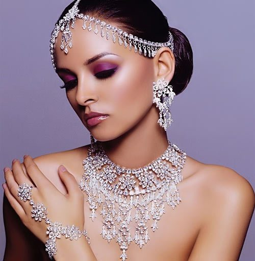 Jeweled look de novia