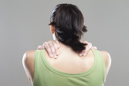 dolor entre los omóplatos