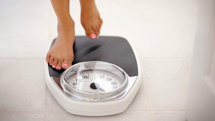 Por qué peso menos en la mañana